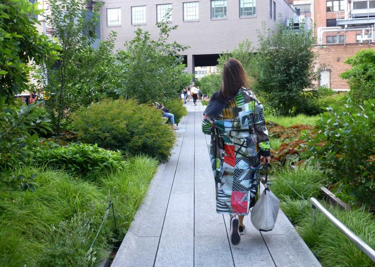 Simo Neri - GRIDS reversible raincoat takes a walk on the High Line - 1