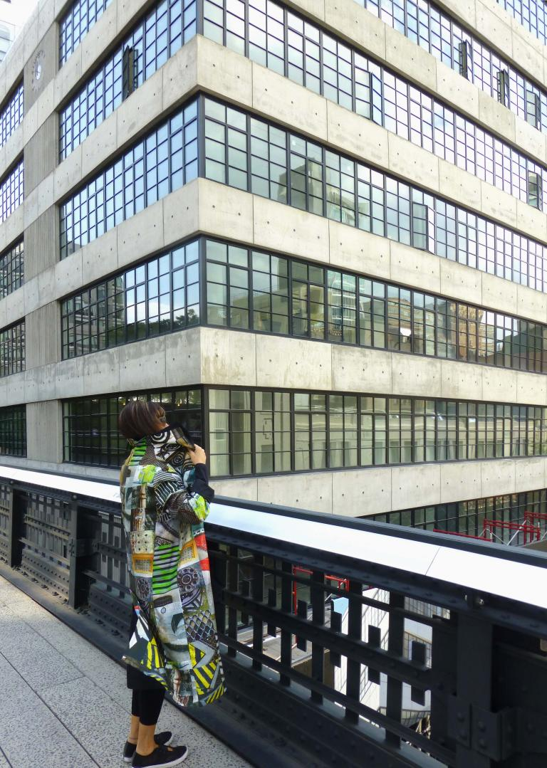 Simo Neri - GRIDS reversible raincoat takes a walk on the High Line - 4