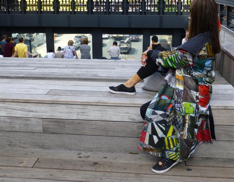 Simo Neri - GRIDS reversible raincoat takes a walk on the High Line - 5